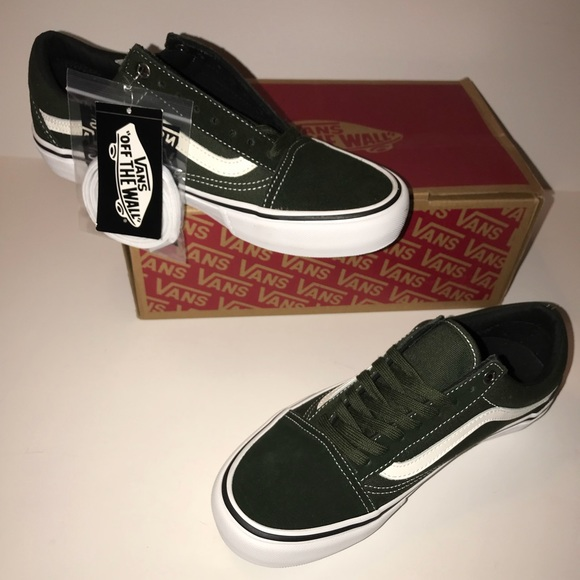 b714d800a0c3 NIB Old skool pro DARK GREEN Vans!!